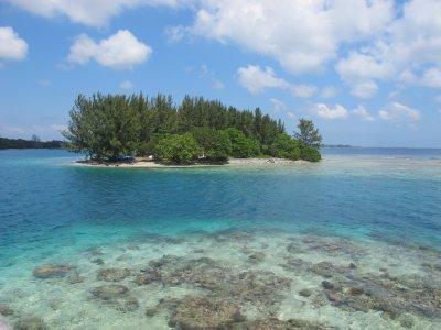 Small Cays off the coast of Utila