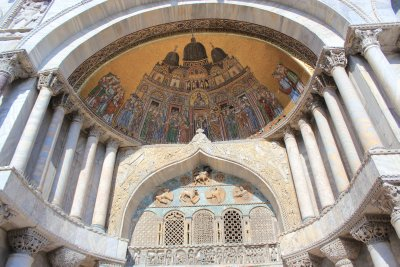 One of the outer golden mosaics on the Basilica