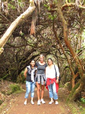 Hellen, Ana and Yamileth hiking on Volcán Poás to reach Laguna Botos