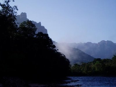 Morning mist - on our way back to Canaima