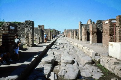18a_Pompeii_-_Street.jpg