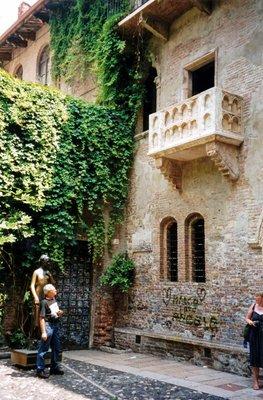45_Verona_..balcony.jpg
