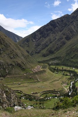 Our first Inca ruin..I reckon we'll see a few more along the way!