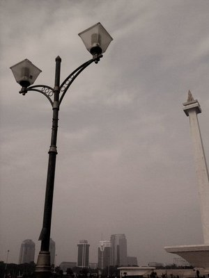 lampost and monas