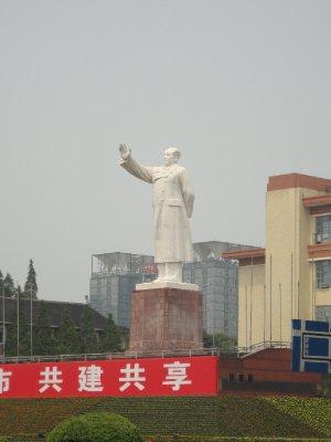 Kick-ass sized Mao statue in Chengdu lol he is saluting the traffic