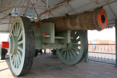 the Worlds Largest canon...Supposedly