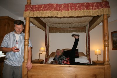 Mum and Dads Luxury bed in Castle Hotel