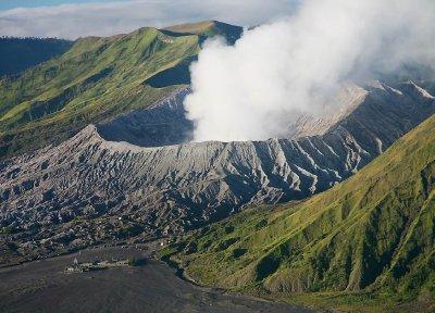 Mount_Bromo_erupted.jpg