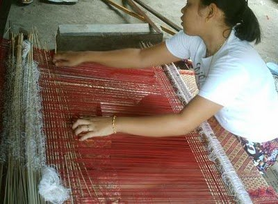 Weaving_songket.jpg