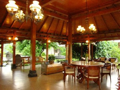 manohara-resort-lobby.jpg