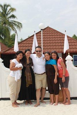 Coco,Katrina,Joanne and Neecy  with Metin in Utheemu Palace grounds2