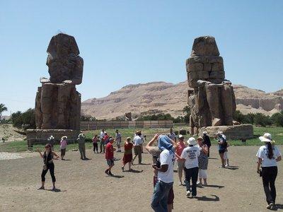 Colossus_of_Memnon.jpg