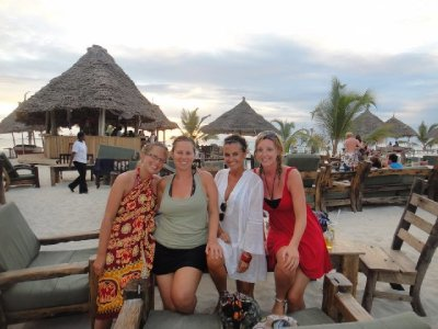 The gals on the sundowners <img class='img' src='http://www.travellerspoint.com/Emoticons/icon_smile.gif' width='15' height='15' alt=':)' title='' />