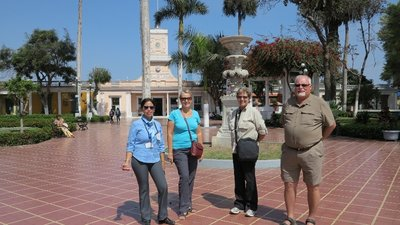 11-Our Group & Guide in Miraflores distract of Lima (800x450)
