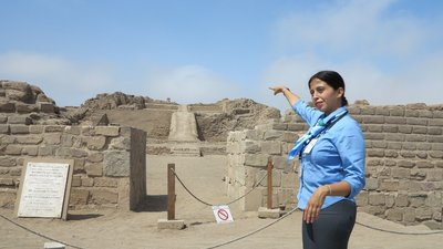 8- Our Guide at Pachacamac (800x450)