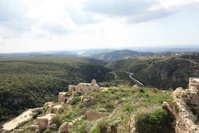 Qala'at Salah ad-Din - From atop with walls, valleys and lake in the background (2)