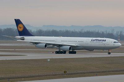 Lufthansa Airbus 340