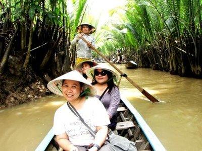 canoe_girls.jpg