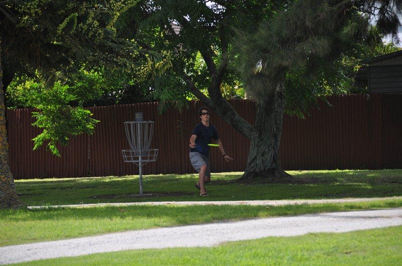 mischu uebt sich im disc golf