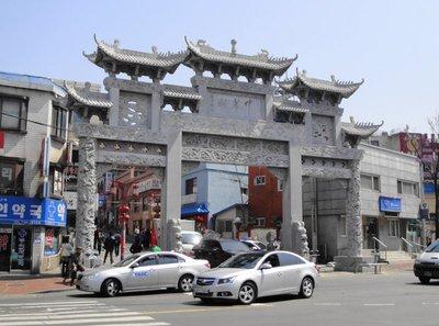 2Chinatown_gate.jpg