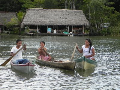 Guatemalan boat children