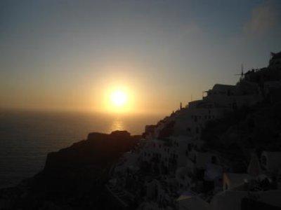 DSC01704_oia_sunset.jpg