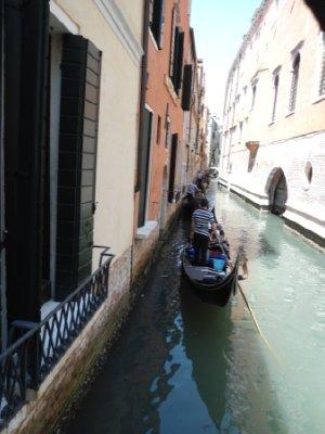 Gondola_traffic_jam.jpg