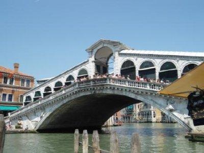 Rialto_Bridge_day.jpg