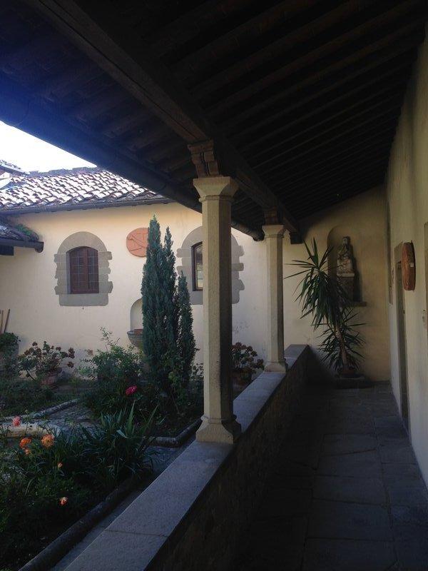 Garden area inside Chiesa di San Francesco