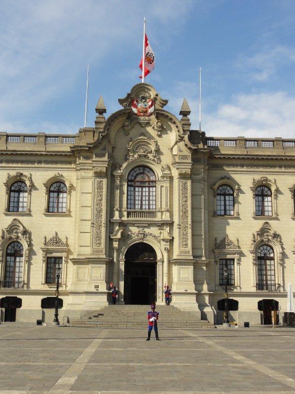 Lima Palace under guard