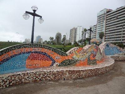 Lima - Mosaic-bench in Miraflores (1)