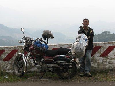 Nho et la moto