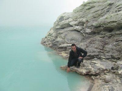 Le lac a l'interieur du Kawah Ijen