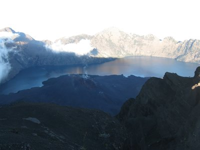 Vue sur le lac et le volcan