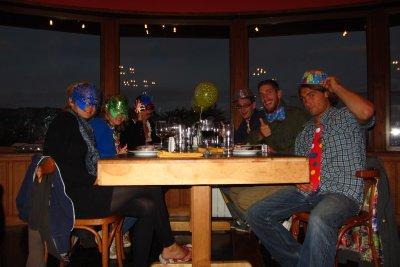 Thijs, Sieglinde, Jenny, Benoit, Veerle en Thijs vieren samen het nieuwe jaar