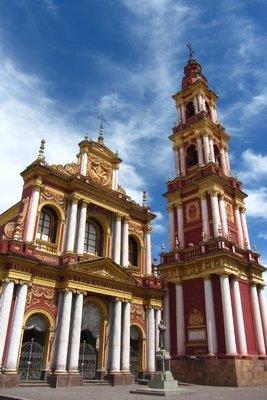 Een overdreven kerk in Salta.
