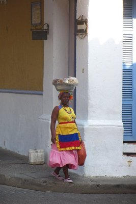 Zwarte bevolking zit hier vanwege de slavernij van vroeger. Ze dragen prachtige kledij!