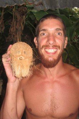 Een kokosnoot die op Thijs lijkt <img class='img' src='http://www.travellerspoint.com/Emoticons/icon_smile.gif' width='15' height='15' alt=':)' title='' />
