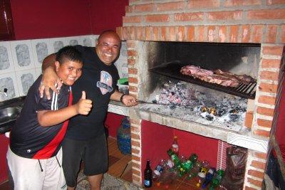 De Argentijn die ons leerde bbq-en en die dacht ons te leren drinken. :-)