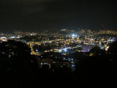 Uitzicht over de stad vanuit het appartement van Santiago.
