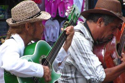 Plaatselijke muzikanten.