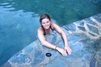 Ontspannen in een natuurlijk warmwaterbad na een 9uur durende tocht.
