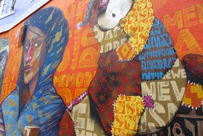 Kleurrijke muurschilderingen in Valparaiso