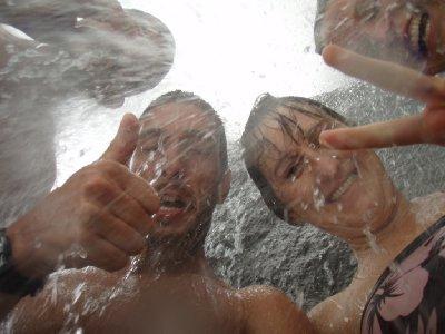 Onder de waterval!