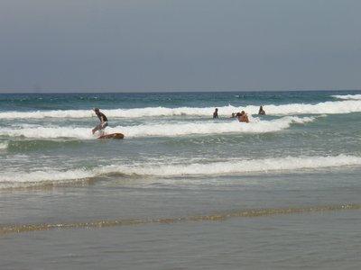 Thijs probeer te surfen