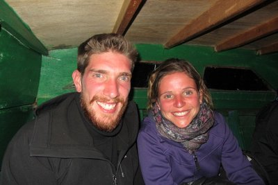 Onder in het kleine ruim van ons overzetbootje!