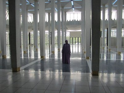 Not a scene from Star Wars, but the National Mosque of Malaysia rather.