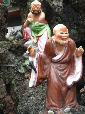 Best statues ever. Notice the pandas canoodling in the far background. I wish I knew what was going on here...