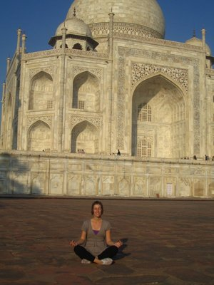 Despite the crowds, you can still find a bit of solace at the Taj<img class='img' src='http://www.travellerspoint.com/Emoticons/icon_smile.gif' width='15' height='15' alt=':)' title='' />