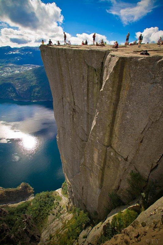 large_preikestolen-cliff1.jpg